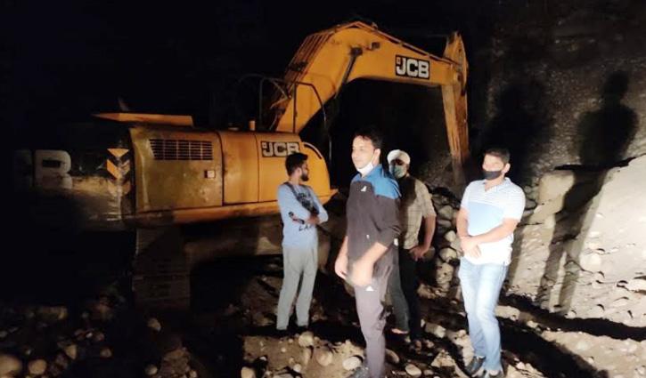 Karsog: रात के अंधेरे में अवैध खनन पर शिकंजा, Pokalane जब्त; चालक के खिलाफ केस