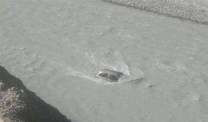 काजा में हादसा: नदी में गिरी कार, हेलिकॉप्टर से घायलों को पहुंचाया गया #IGMC शिमला