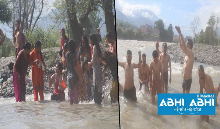 kullu में 20 भादो पर श्रद्धालुओं ने किया संगम स्थलों पर पवित्र स्नान