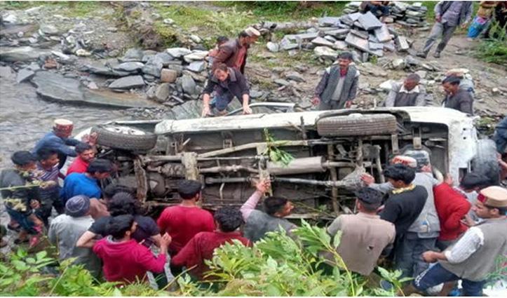 #Kullu में दर्दनाक हादसा, खाई में गिरा वाहन; एक की गई जान-दो गंभीर घायल