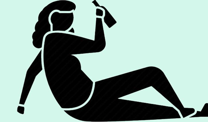 Mandi: नशे में धुत्त महिला ने जमकर किया हंगामा, सड़क के बीचों-बीच लेट रोका Traffic