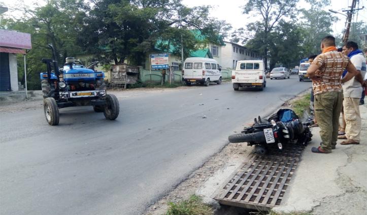 सुंदरनगर : NH 21 पर ट्रैक्टर और बाइक में जोरदार टक्कर, बाइक सवार घायल