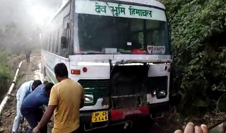 मंडी: HRTC की चलती Bus में लगी आग, गीली मिट्टी से बुझाई