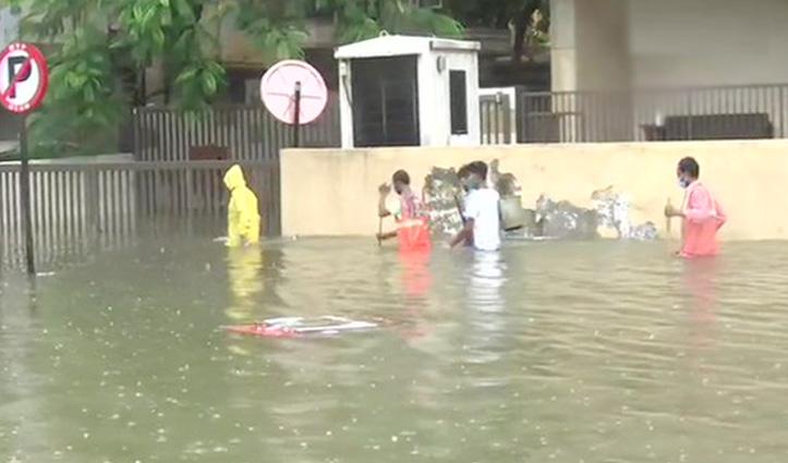 Mumbai में आफत की बारिशः सरकारी व निजी संस्थानों में छुट्टी, लोगों को घरों में रहने को कहा