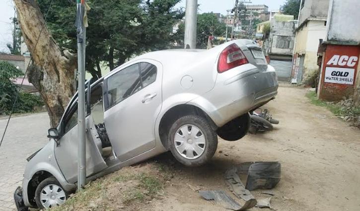 Nahan में तेज रफ्तार कार की चपेट में आई बाइक, चालक अस्पताल में भर्ती