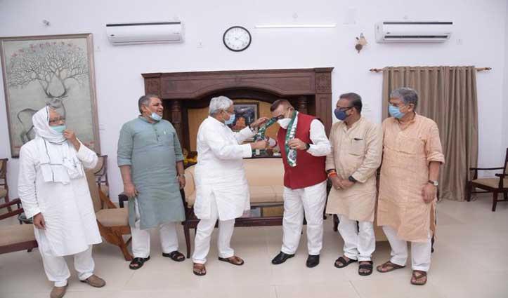 CM Nitish Kumar की मौजूदगी में पूर्व डीजीपी गुप्तेश्वर पांडेय JDUमें हुए शामिल
