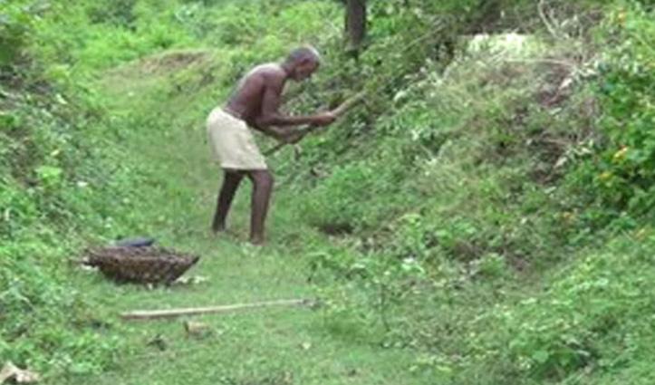 जज्बे को सलाम : 70 साल के लौंगी भुईयां ने पहाड़ काट कर बना डाली 5 KM लंबी नहर