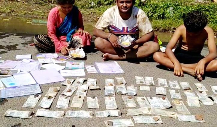 गरीब ने बेटी की शादी को जोड़े थे पैसे, बाढ़ में भीगे तो सड़क में सुखा रहा परिवार