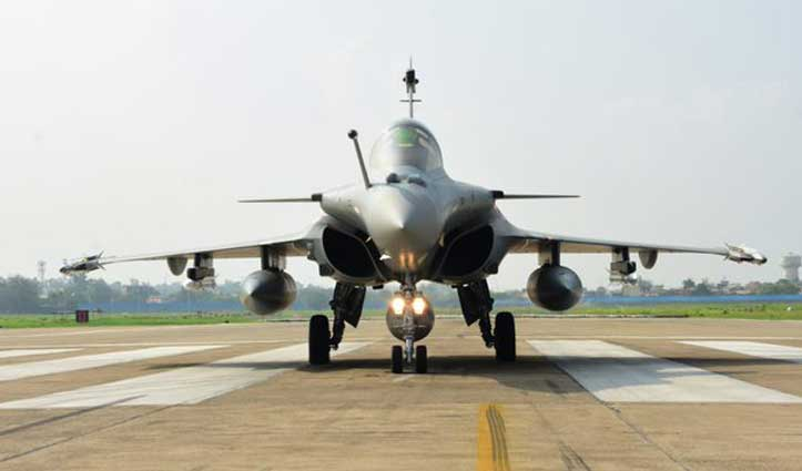 एयरफोर्स में शामिल हुए 5 #Rafale विमान, Ambala Airbase पर फ्लाईपास्ट में दिखाई ताकत