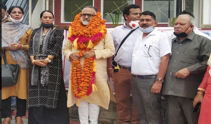 धर्मशाला में Rajan Sushant का धरना, पुरानी पेंशन बहाली की मांग पर गरजे