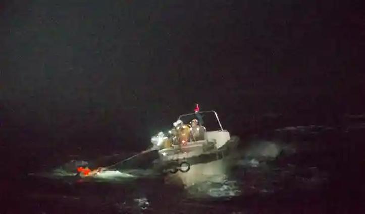 43 लोग व 5,800 गायों के साथ जहाज़ Japan के तट के पास डूबा: सिर्फ एक शख्स की बची जान