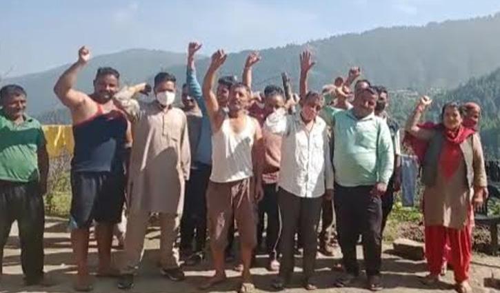 #Mandi: नई पंचायत में मिलाए जाने को लेकर दो वार्डों के लोग हुए लामबंद, ज्ञापन सौंप दी यह चेतावनी