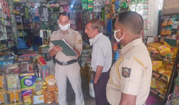 CCTV की तारें खोल दो दुकानों में आए थे चोरी करने, आवाज होने पर मौके से हुए फरार