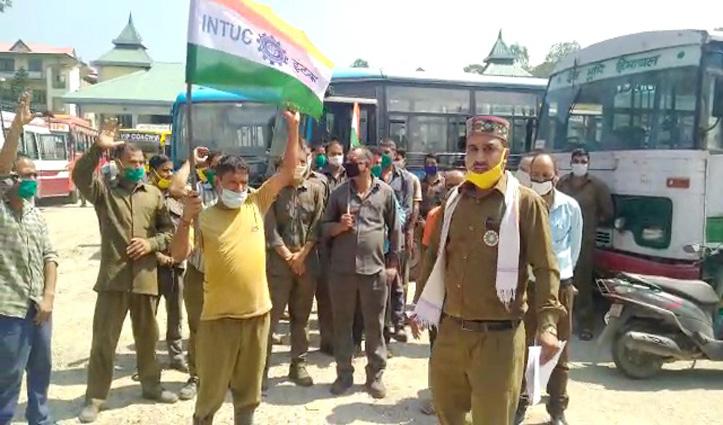 पीस मील वर्कर और TMPA परिचालकों ने किया सुंदरनगर बस अड्डा में प्रदर्शन