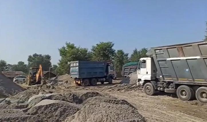 खनन माफिया पर बड़ी कार्रवाईः 15 Truck-टिप्पर व एक पोकलेन जब्त, 21 वाहनों के काटे चालान