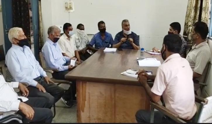 #Una: ईसपुर सहकारी सभा में गड़बड़झाला, जमाकर्ताओं ने सचिव पर लगाए #Scam के आरोप