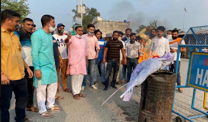 Una: भाजयुमो ने फूंका कांगेस नेता अधीर रंजन का पुतला, टाहलीवाल बाजार में किया प्रदर्शन