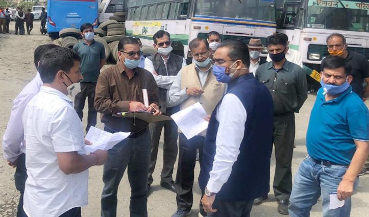 Breaking: परिवहन मंत्री Bikram Thakur की गाड़ी ढली की तरफ घूमी, Officers की कार्यप्रणाली पर असंतोष