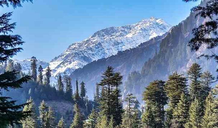 Himachal में ठंड का आगाज, मनाली और भरमौर की ऊंची चोटियों पर हल्का हिमपात