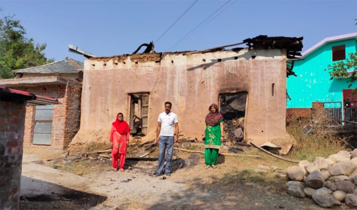 Fatehpur : गौशाला से आग बुझाकर निकली Fire Brigade की टीम, कुछ देर में फिर भड़की