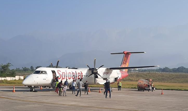 #Kangra_Airport पर स्पाइस जेट की नई उड़ान शुरू, पहले दिन Delhi से पहुंचे 74 यात्री