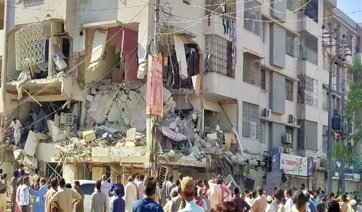 #Karachi_University के सामने चार मंजिला इमारत में विस्फोट, पांच की मौत, 20 घायल