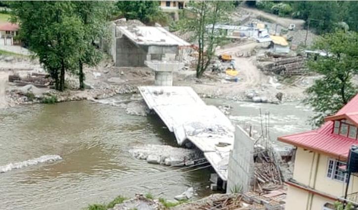 Rohru में पुल ढहने के मामले में PWD के 3 इंजीनियरों पर गिरी गाज, किए चार्जशीट