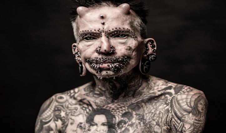 61 वर्षीय शख्स ने 453 पियर्सिंग करवाकर बनाया रिकॉर्ड, पूरे शरीर में बनाए टैटू, सिर पर लगाए सींग