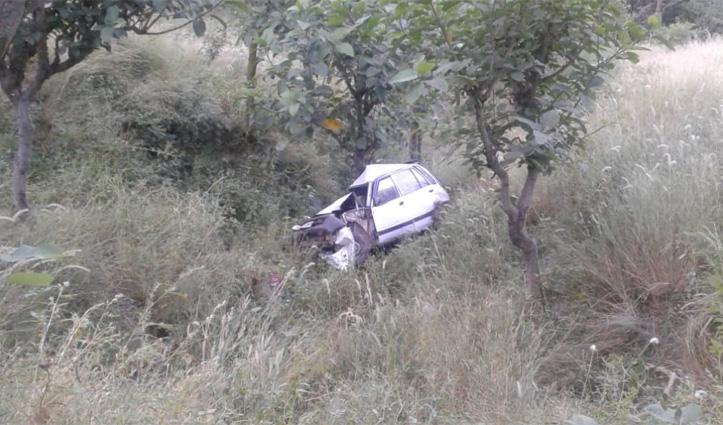 Mandi में खाई में कार गिरने से चालक की मौत, Una में बाइक की टक्कर से स्कूटी सवार बुजुर्ग की गई जान