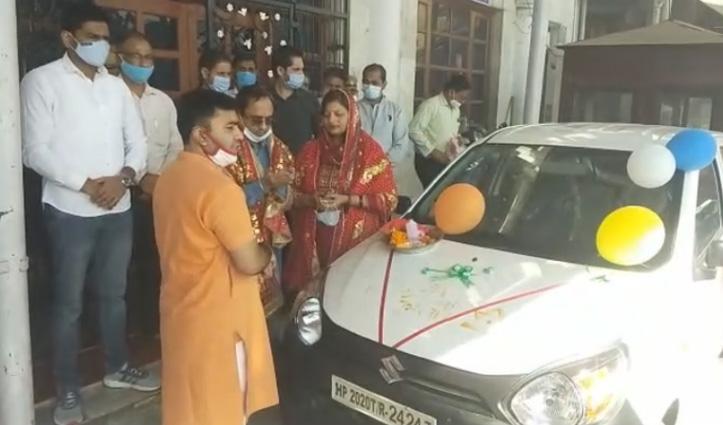 Delhi के श्रद्धालु ने मन्नत पूरी होने पर चिंतपूर्णी मंदिर में दान की Car