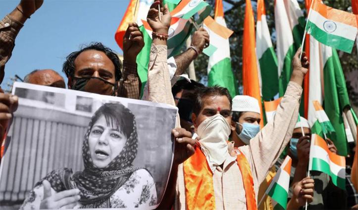 Mehbooba के बयान पर बवाल : तिरंगा फहराने लाल चौक पहुंचे #BJP कार्यकर्ता, हिरासत में लिए