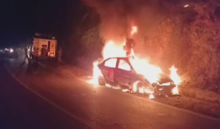 #Sirmaur: कालाअंब- पांवटा NH पर चलती Car में लगी आग, चालक की बची जान