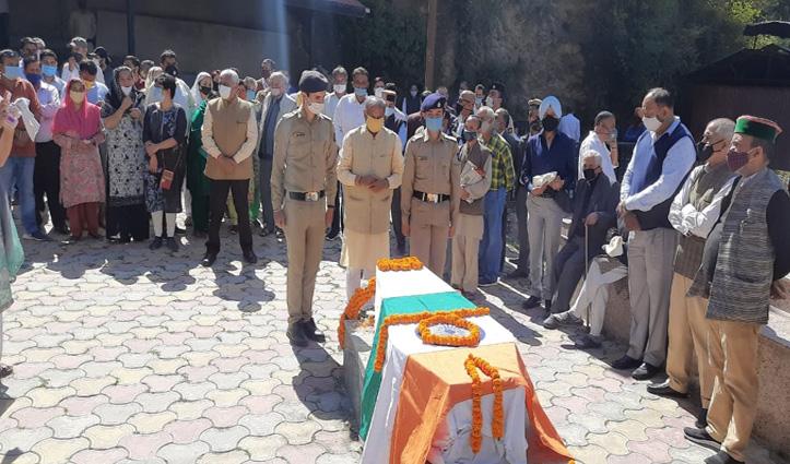 राजकीय सम्मान के साथ हुआ CBI के पूर्व निदेशक अश्विनी कुमार का अंतिम संस्कार