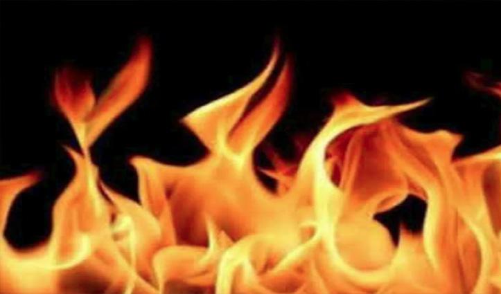 Himachal: गत्ता उद्योग में लगी भीषण आग, रॉ-मैटीरियल-उपकरण सहित लाखों की मशीनरी जली