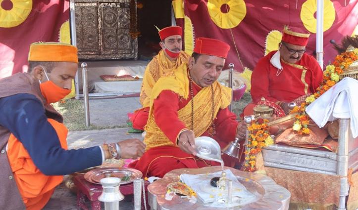 #Kullu_Dussehra: अयोध्या की तर्ज पर हुई ढालपुर में देवी-देवताओं की पूजा