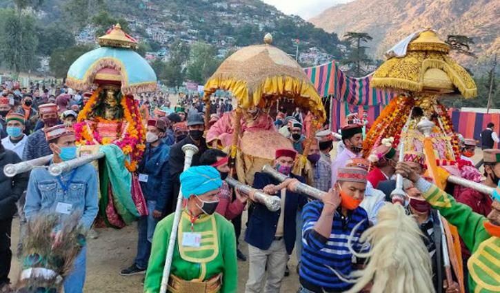 #Kullu_Dussehra: उत्सव में वाद्य यंत्रों की देव धुनों पर देवी-देवताओं का हुआ भव्य मिलन
