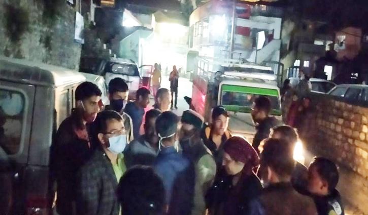 Kullu में बड़ा हादसाः खाई में गिरी कार, दो युवकों की गई जान- महिला घायल