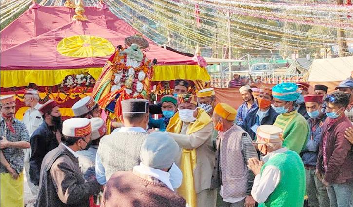 #Kullu_Dussehra: देवता फलाणी नारायण ने भगवान रघुनाथ के दर लगाई हाजिरी, जताई नाराजगी