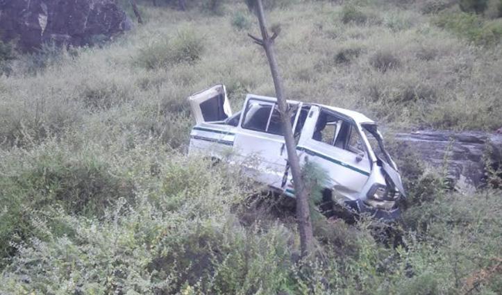 #Mandi: वैन खाई में गिरी, जीजा-साली की मौत, पत्नी ही हालत नाजुक