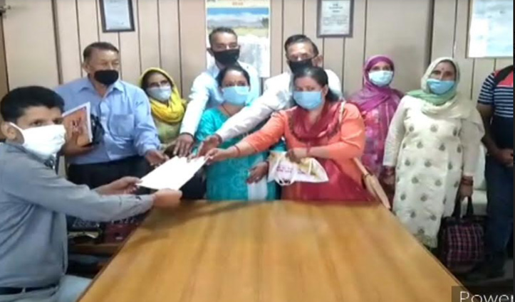 Solan के बाद #Mandi में भी नगर निगम का विरोध, ग्रामीणों ने सौंपा आपत्ति पत्र
