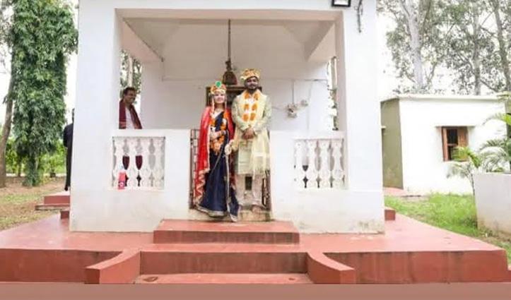 इस कपल ने मंदिर में की शादी, दोस्तों-रिश्तेदारों को नहीं आवारा कुत्तों को दी दावत