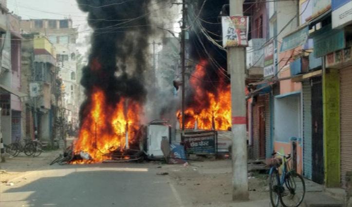 मुंगेर गोलीकांड पर भीड़ का तांडव: फूंक दिया थाना, चुनाव आयोग ने DM-SP को हटाया