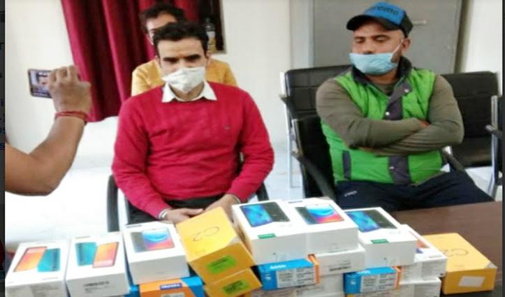 #Shimla: सड़क पर मिला 3 लाख रुपये के मोबाइलों से भरा डिब्बा मालिक को लौटाया
