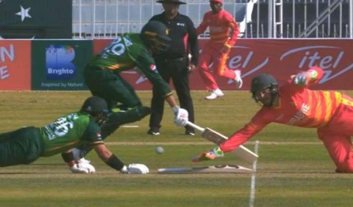 ज़िम्बाब्वे के खिलाफ 1 ही छोर पर पहुंचे Pak के दोनों बल्लेबाज़, रन-आउट पर हुए ट्रोल