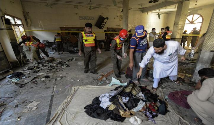 अब पाकिस्तान में फट रहे उन्हीं के बम: पेशावर के मदरसे में #Blast, 7 मरे और 70 जख्मी