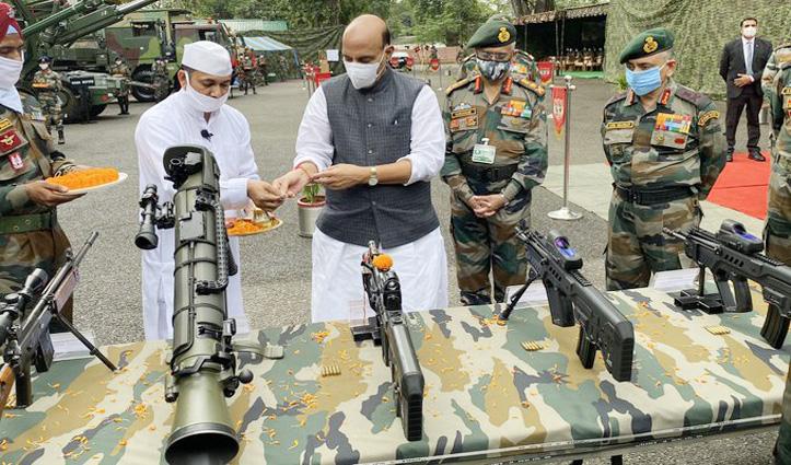 #Vijayadashami पर रक्षा मंत्री ने किया शस्त्र पूजन, बोले - एक इंच जमीन पर भी कब्जा नहीं करने देगी सेना