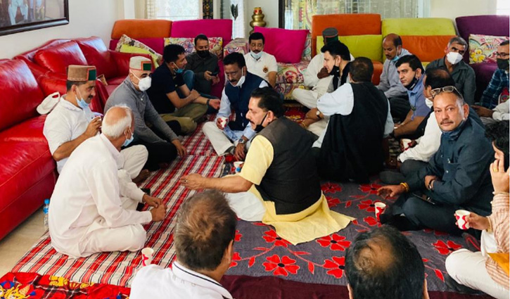 Dr. Rajesh के घर पहुंचे कुलदीप राठौर सहित ये Congress Leader, माता के निधन पर जताया शोक