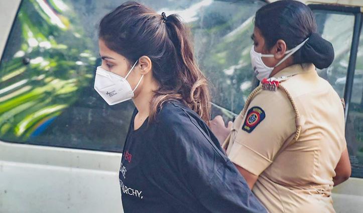 #Drugs_Case :  बॉम्बे हाईकोर्ट से जमानत मिलने के बाद जेल से रिहा हुई Rhea Chakraborty