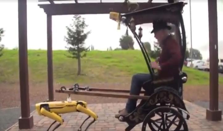आदमी नहीं #Robot चला रहा रिक्शा, लोगों ने कहा