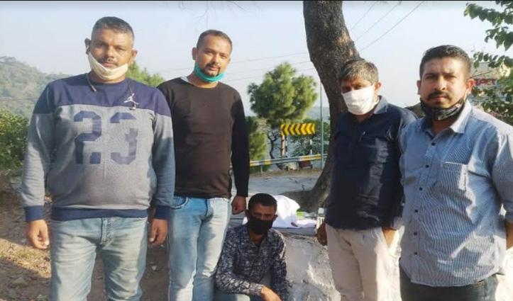 Sirmaur: चरस और नशीले कैप्सूल के साथ दो गिरफ्तार, 10 पेटी शराब बरामद